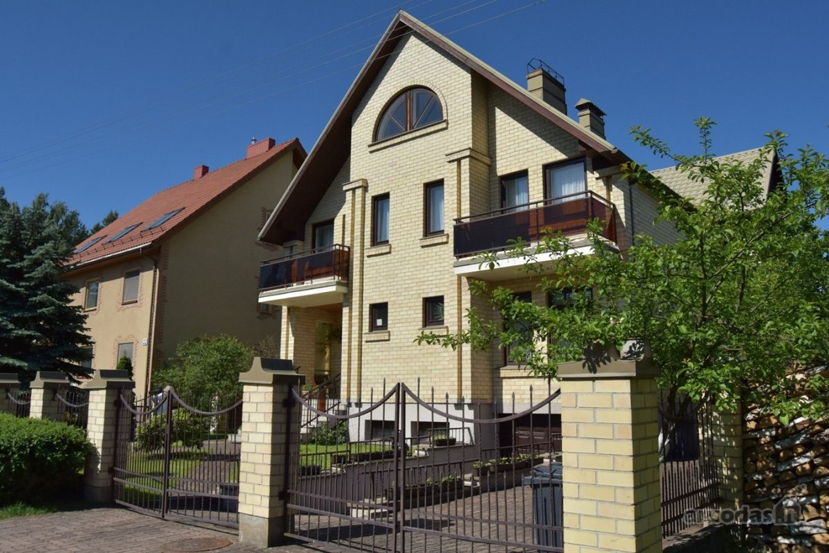 Vilnius, Lazdynėliai, Pakalnučių g., mūrinis namas