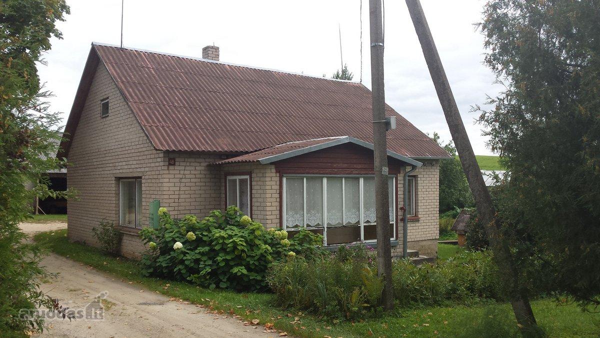 Utenos r. sav., Pakalnių k., Taikos g., mūrinis namas