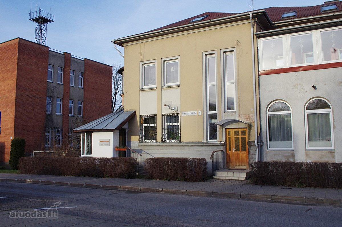 Molėtų r. sav., Molėtų m., S. Dariaus ir S. Girėno g., 3 kambarių butas