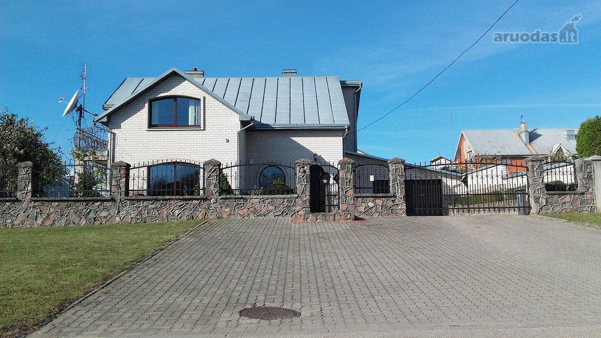 Radviliškio m., Spindulio g., mūrinis namas