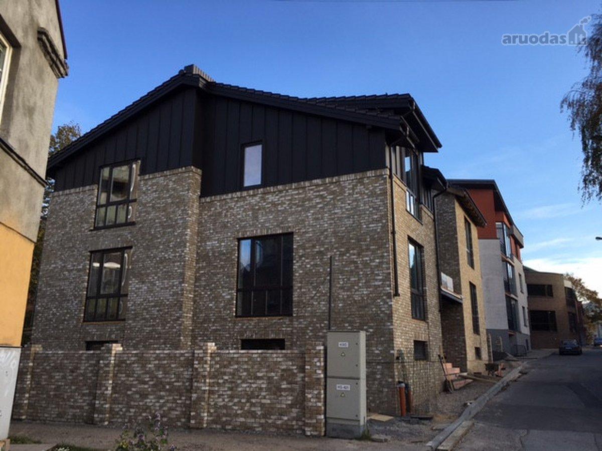 Klaipėda, Centras, Gintaro g., mūrinis sublokuotas namas