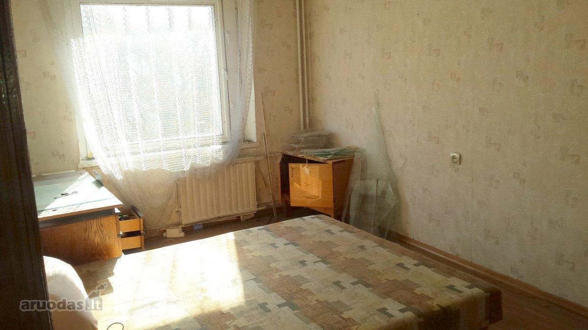 Jurbarko r. sav., Jurbarko m., Dariaus ir Girėno g., 4 kambarių butas