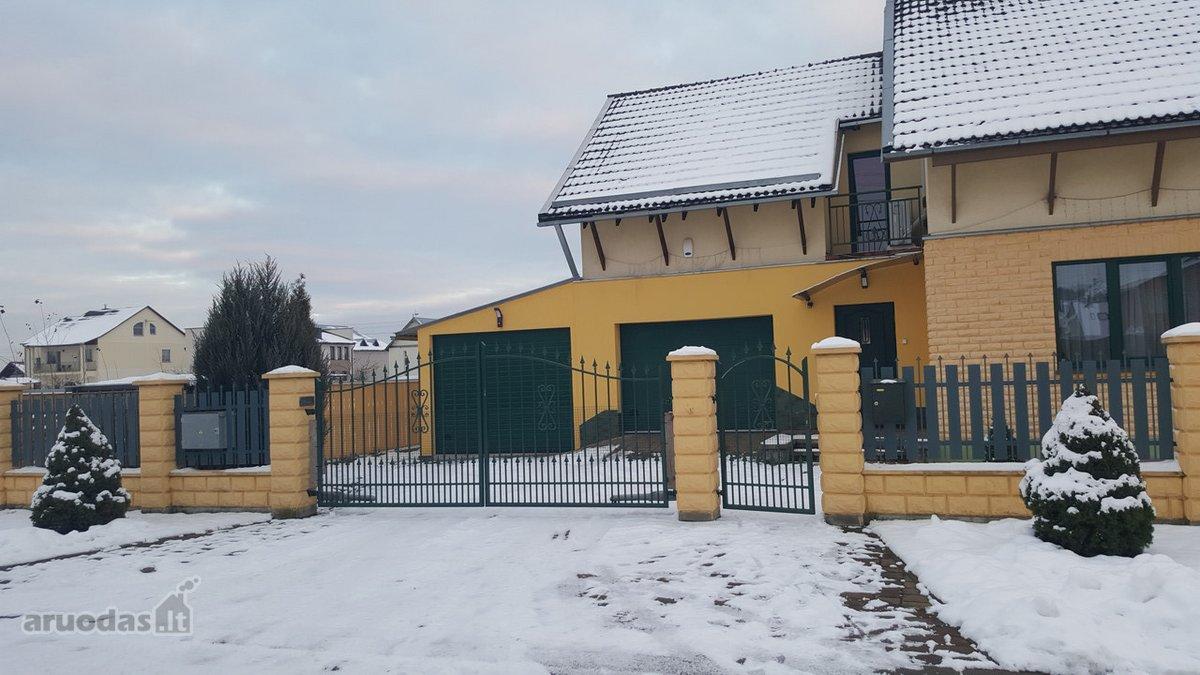 Vilnius, Balsiai, Austėjos g., blokinis namas