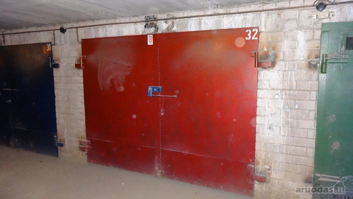 Vilnius, Fabijoniškės, Salomėjos Nėries g., mūrinis garažas