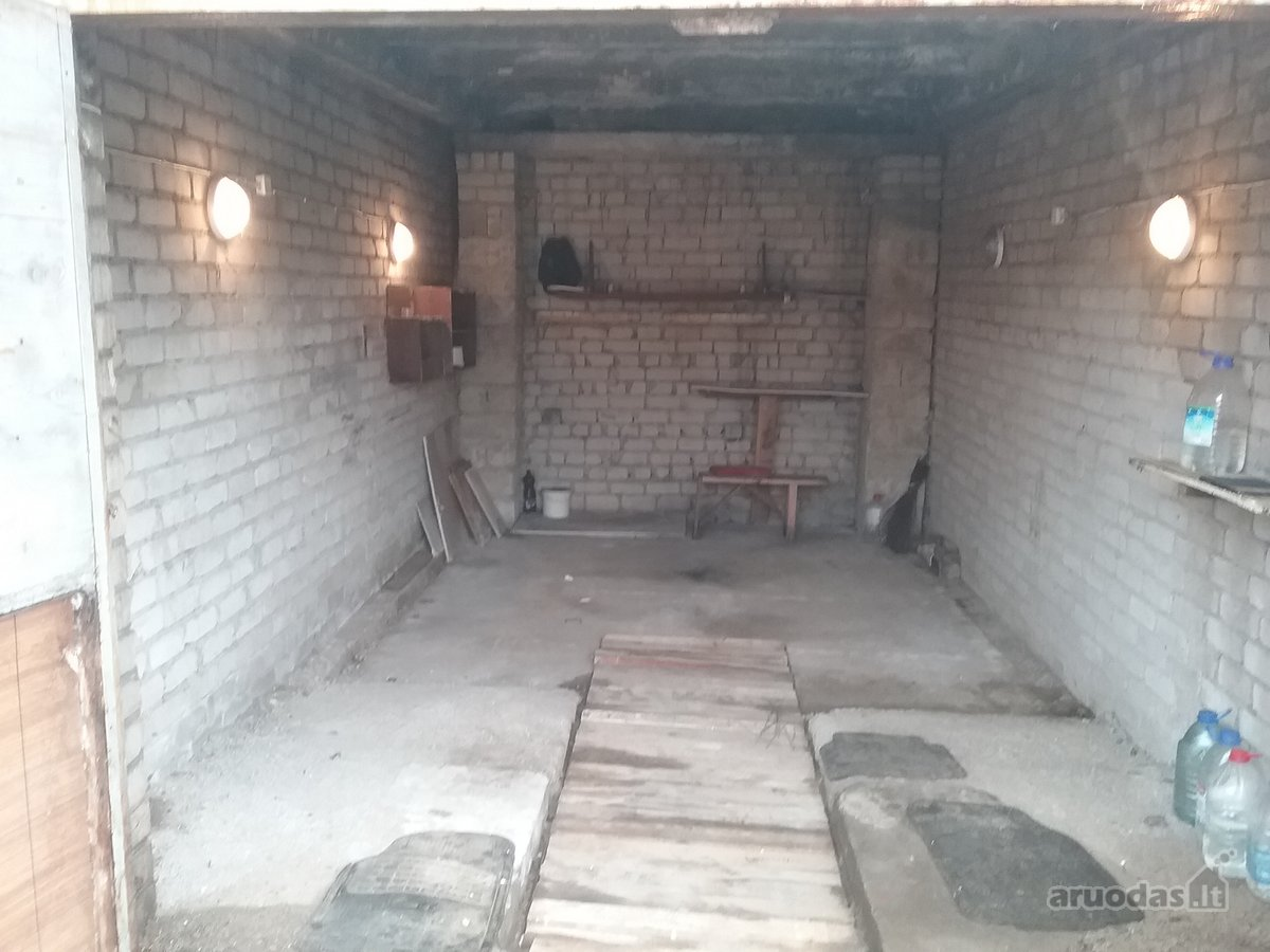 Jonavos m., Virbalų g., mūrinis garažas