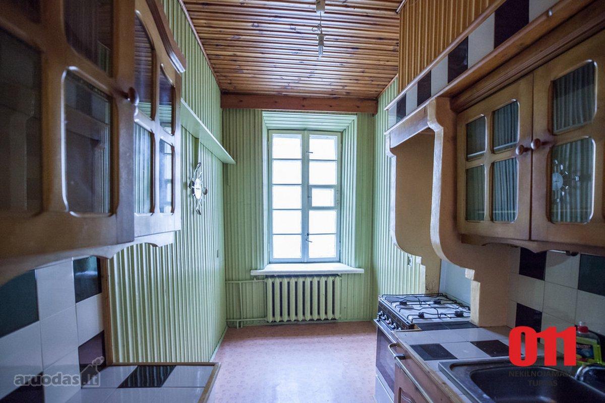 Kaunas, Senamiestis, Rotušės a., 4 kambarių butas