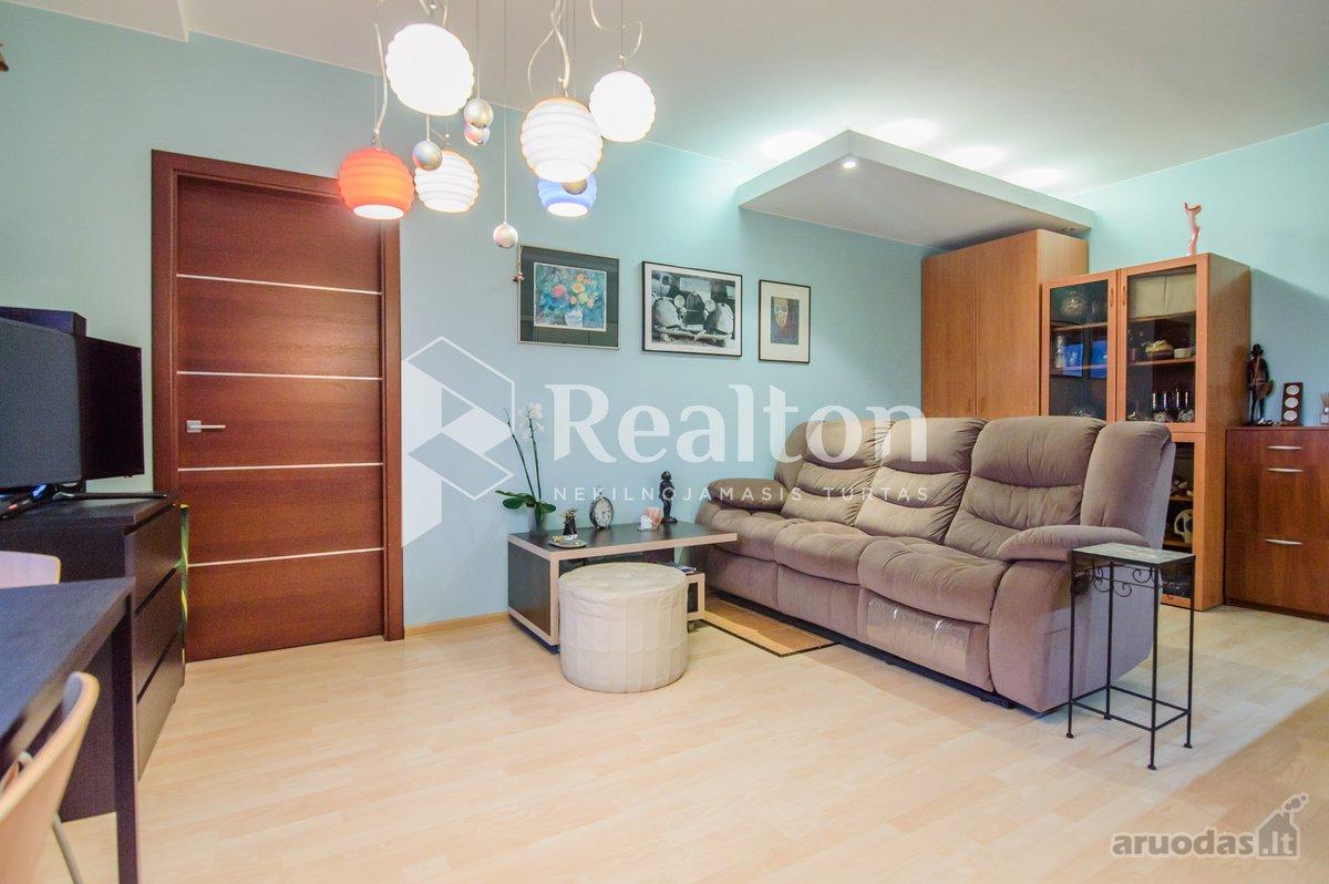 Parduodamas trijų kambarių butas