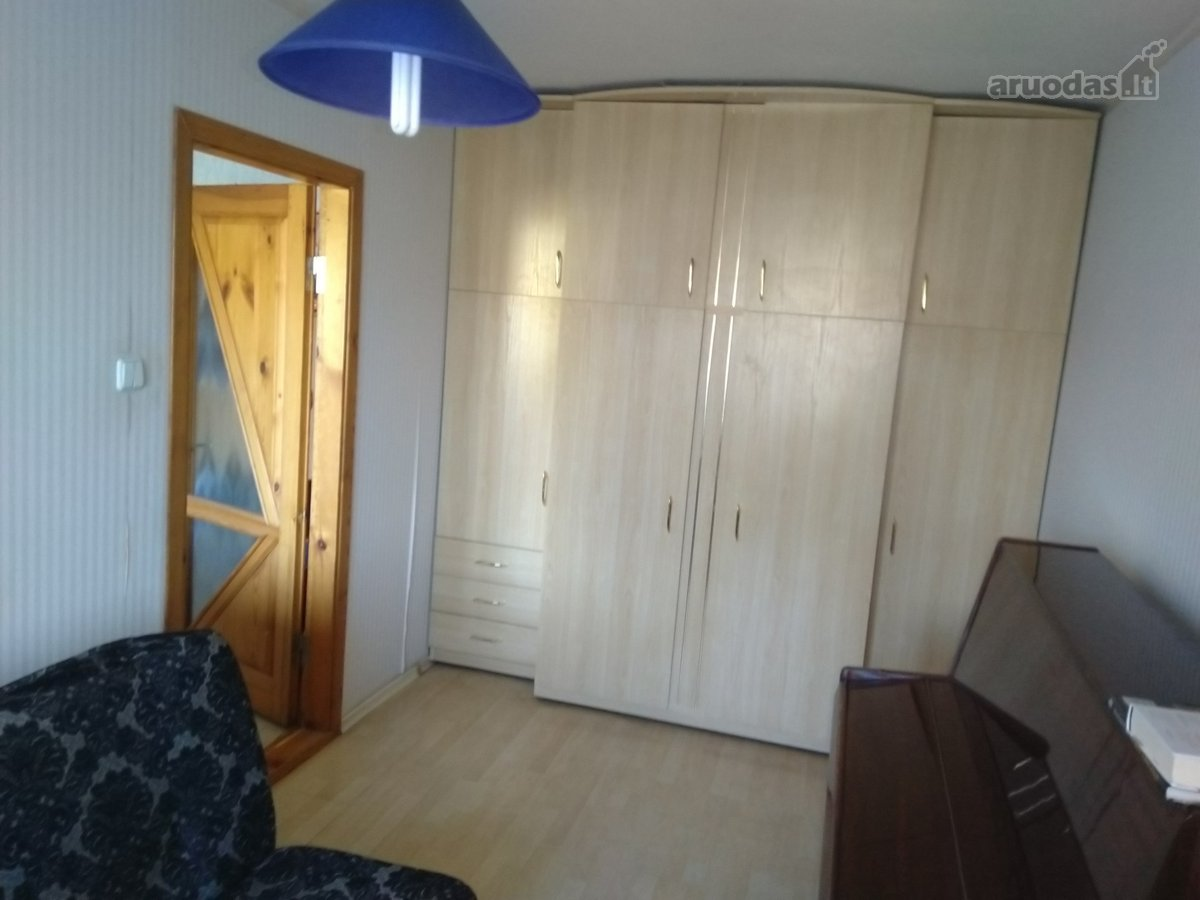 Parduodamas 2 kambarių butas Panerių gatvėje.