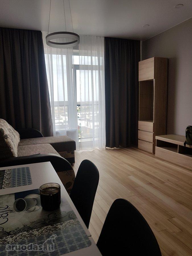 Parduodamas kokybiskai irengtas 2 kambariu
