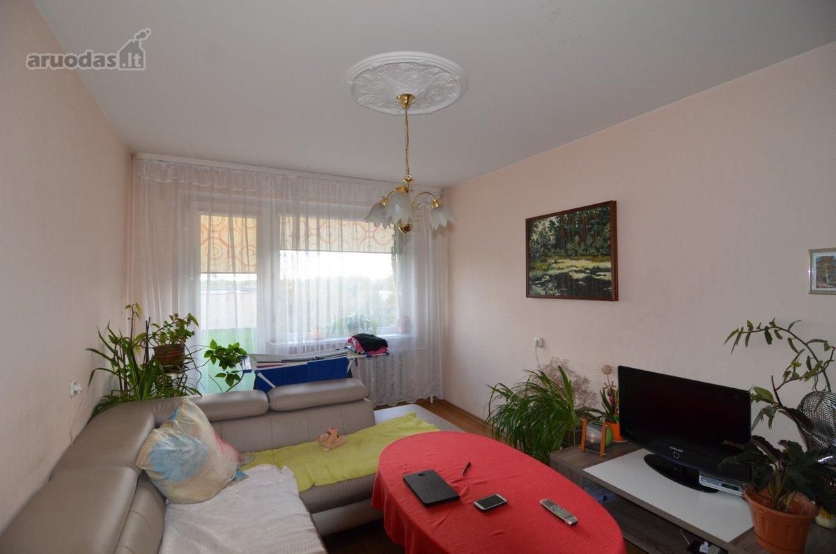 Parduodamas tvarkingas 3-jų kambarių butas