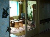 Tvarkingas 3 erdviu kambariu(atskiri - nepereinami) butas su baldais. Murinis namas - butas pietineje namo puseje. Visame bute - p...