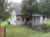 Parduodamas medinis apmūrytas namas