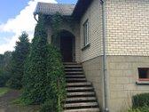 Parduodamas tvarkingas, erdvus mūrinis namas