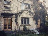 Taurages rajone (Zygaiciu miest.) parduodamas dvieju aukstu murinis namas su ukiniais pastatais, grazioje vietoje, 20m nuo upelio...