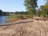 Utenos r.alaušo ežero pakrantė su žeme