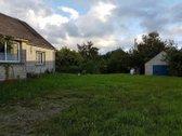 Medinis - apmūrytas gyvenamas namas( Su