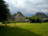 6 km nuo A1 Vilnius-panevėžys. Gyvenvietėje