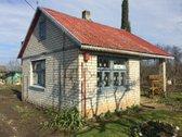 Parduodamas rąstinis, apmūrytas sodo namukas.