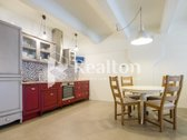 Nuomojamas erdvus dviejų kambarių loftas! Itin pigus šildymas   Puiki vieta šalia miesto centro  IŠPLANAVIMAS: -- Svetainė ir virtuvė ...