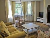 Klaipėdos centre, ramioje vietoje, išnuomojamas labai gerai įrengtas erdvus butas su baldais. Namas plytinis, laiptinė tvarkinga, ...