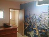 Klaipėdoje, Šilutės pl. išnuomojamos 56 kv.m. biuro patalpos. Patalpos suremontuotos, šviesios, yra Internetas, telefono linija, signalizacija. ...