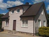 Namas randasi miesto centre.  Ūkinis pastatas apie 60 m2, po ūkiniu pastatu yra rūsys 40 m2, h - 2,5 m. Namui pakeista stogo dang...