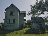 Parduodamas namas su 6,00 arų žemės sklypu.