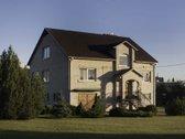 Parduodamas gyvenamas namas su ūkiniu pastatu