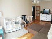 Parduodamas 2-jų kambarių 60 kv.m butas su holu Nidos g. Šviesus ir šiltas butas, atskiri kambariai. Naujai įstiklintas ir apšiltintas ...