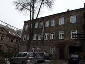 Parduodamas didelis keturių kambarių butas