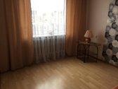 Parduodamas 4 kambarių, šiltas, labai erdvus butas su dviem dideliais, įstiklintais balkonais. Butas yra patogioje vietoje, šalia...