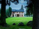 Parduodamas pilnai įrengtas 315 m2 namas, 21 arų sklype.  Namas idealioje gamtos vietoje, kur gerai jautiesi visais metų laikais....