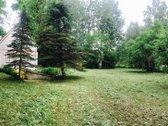 Parduodamas žalias sklypas su dviaukščiu sodo