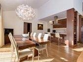 Parduodamas prabangiai įrengtas namas su