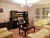 Be tarpininkų parduodamas jaukus, šviesus, šiltas (nėra išorinių lauko sienų), tvarkingas 66,86 kv. m. trijų kambarių butas. 2/4 a...