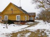 Parduodamas gyvenamasis namas su pirtimi ir