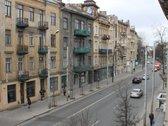 Išnuomojamas 100 m2 biuras, Vilniaus centre, Pamėnkalnio gatvėje 5. Biuras puikiai pritaikytas 5-15 žmonių komandai, teoriškai ga...