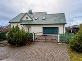 Parduodamas erdvus namas su dideliu garažu.