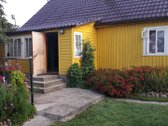 Parduodamas gyvenamasis namas 69kv.m Žiežmarių m. centre. Sklypas 22a, jame auga vaiskrūmiai, vaismedžiai. 2 šiltnamiai. Pirtis. R...
