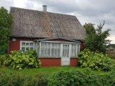 Parduodamas rąstinis gyvenamasis namas