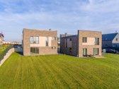 Parduodamas modernios architektūros, dviejų
