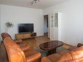 Parduodamas tvarkingas trijų kambarių butas ramioje ir vertinamoje Papilėnų gatvėje Pilaitėje. Namas yra atokiau nuo pagrindinių g...