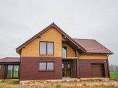 Išskirtinis erdvus namas su 2 ha žemės.