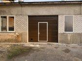 Yra dvi atskiros patalpos 76 kv.m (300eur).