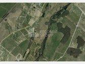 -  Paskirtis: mažaaukščių gyvenamųjų namų statyba; -  Šalia sklypo ribų yra dujotiekis, elektros tinklai; -  Geras susisiekimas, ...